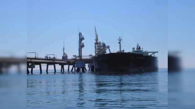 Un buque petrolero con 23 rusos a bordo, secuestrado por piratas somalíes
