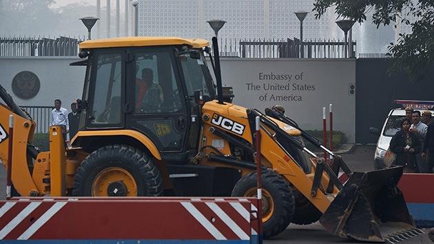 La India retira las barreras de la embajada de EE.UU. por desnudar a una diplomática