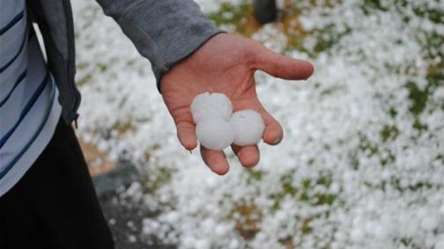 Video: Un 'diluvio' de bolas de hielo devasta Mar del Plata