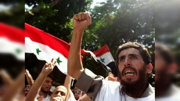 Siria lanza sus tanques contra otras dos ciudades rebeldes