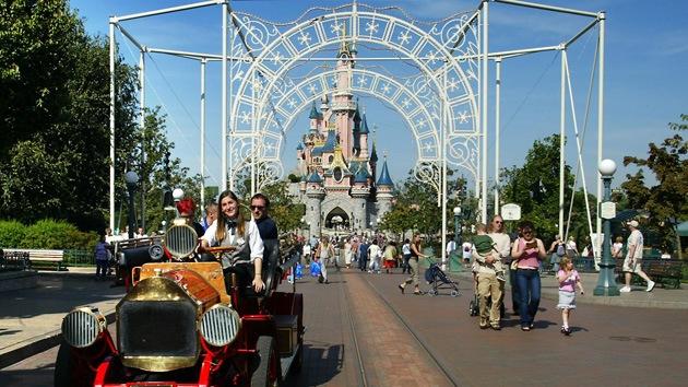 Arrestan a empleados de Disney World por abuso de menores y pornografía infantil