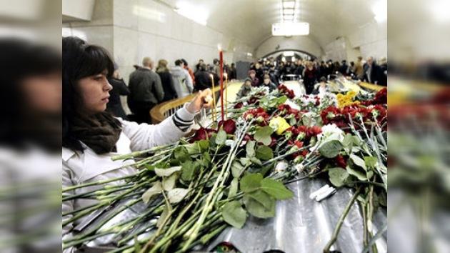 La sociedad rusa llora a las víctimas de los atentados del metro en Moscú