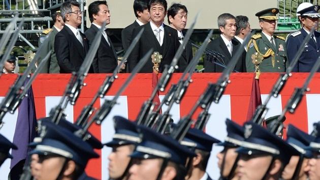Japón se refuerza militarmente en medio de la escalada de tensión con China