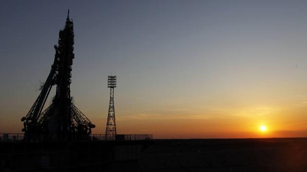 Lanzan con éxito la nave espacial Soyuz con tres cosmonautas a bordo