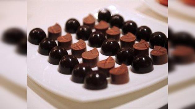 El chocolate negro, ¿una crema solar comestible?