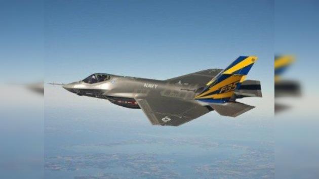 Los cazas estadounidenses F-35C aterrizan con mal pie sobre portaaviones