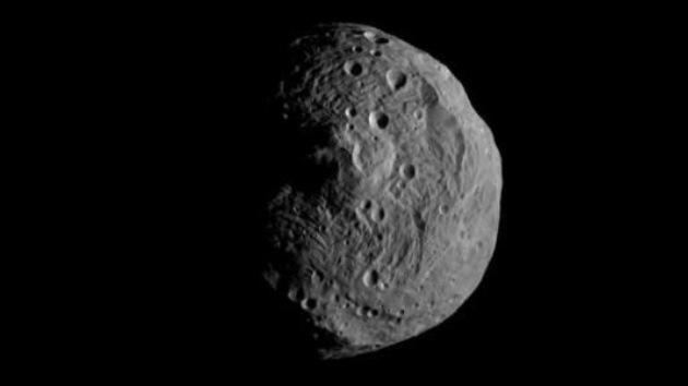 La sonda Dawn publica la primera imagen del asteroide Vesta