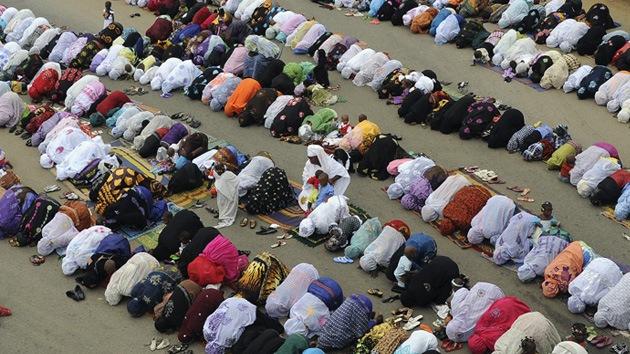 Los musulmanes celebran el Eid al Fitr, el final del ayuno