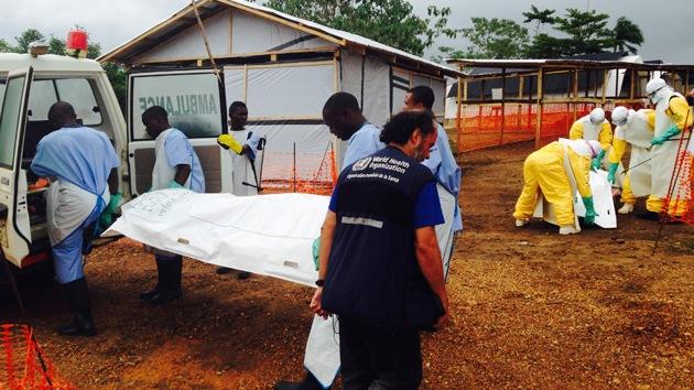 Familiares de los muertos por ébola echan los cadáveres a las calles para no infectarse
