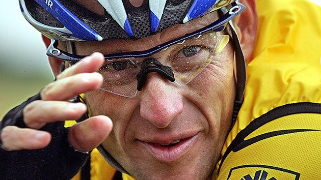 Toma velocidad el escándalo por dopaje que rodea al ciclista Lance Armstrong