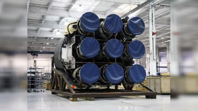 Terminaron con éxito pruebas estáticas de la planta propulsora del Falcon-9