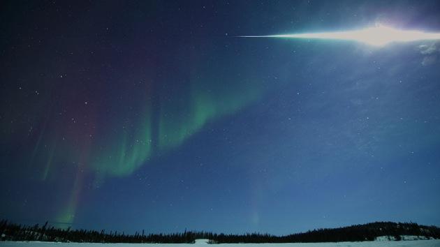 Fotos: Meteoro ilumina el cielo nocturno en Canadá