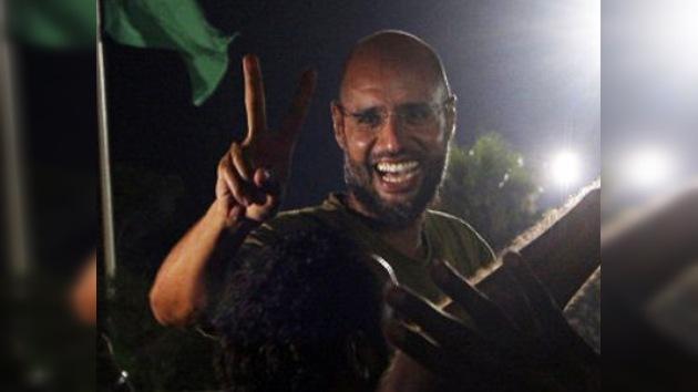 El primogénito de Gaddafi promete continuar la resistencia