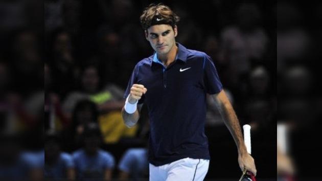 Federer barre a Nadal y es el primer semifinalista en la Copa de Maestros