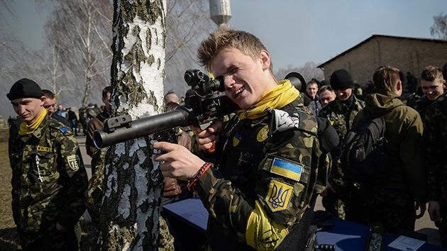 """La nueva Guardia ucraniana ya maniobra: ¿Saca músculo el """"brazo neofascista""""?"""