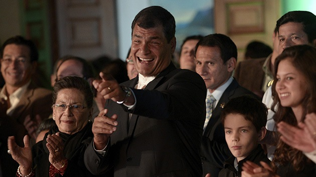 Correa gana la primera vuelta de las presidenciales en Ecuador