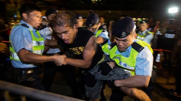 """""""Injerencia inapropiada"""": China condena investigación británica en Hong Kong"""