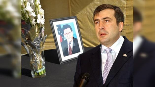 Líder georgiano va a homenajear al fallecido diplomático de EE.UU.