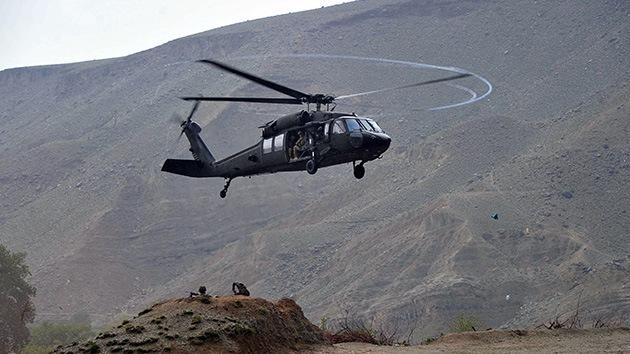 Militantes suicidas afganos atacan una base de  EE.UU.