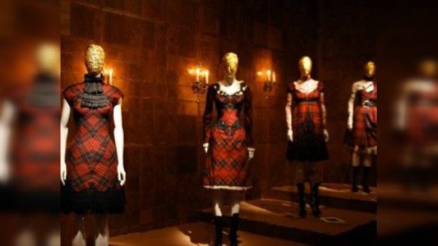 """La """"salvaje belleza"""" de McQueen en el Museo Metropolitan de Nueva York"""