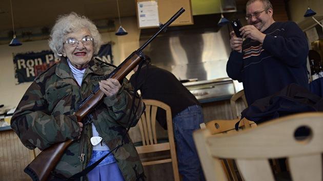 """""""Ven con tu arma y tendrás un descuento"""", insólita oferta de una pizzería de EE.UU."""