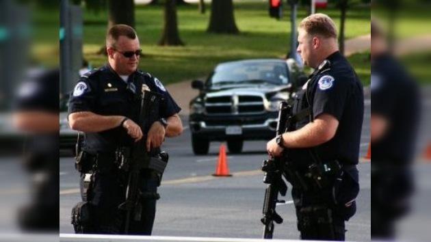 Un estadounidense de 15 años muere en su instituto abatido por la policía