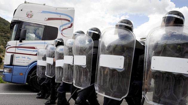 España condena a tres años de prisión a dos activistas del 15-M