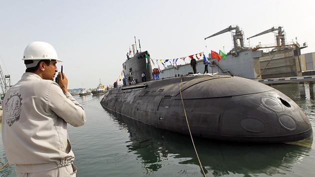 Irán bota un submarino superpesado en aguas del Golfo Pérsico