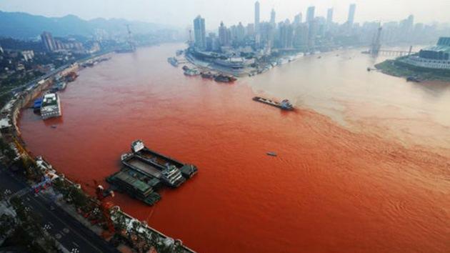 Vídeo: Aguas del río Yangtsé se tiñen de un preocupante rojo