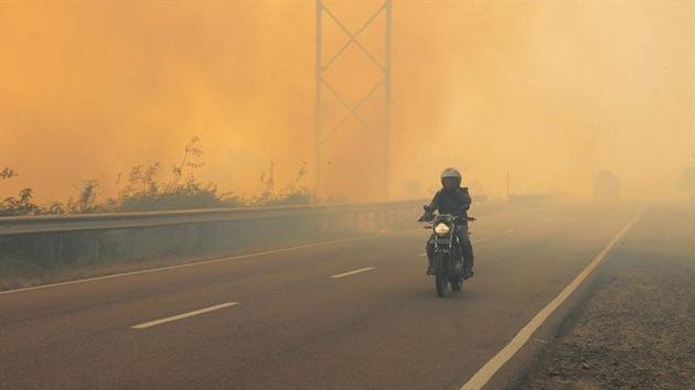 Indonesia 'producirá lluvia' para poner fin a los incendios forestales