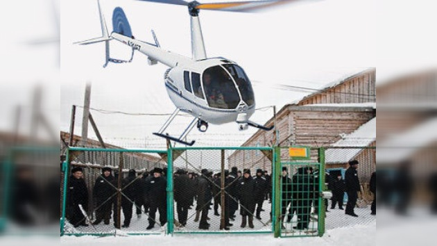 Cinematográfico escape en helicóptero de una cárcel rusa de alta seguridad