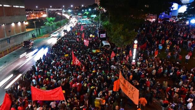 Jornada de protesta en São Paulo: Mitin multitudinario y huelga de los empleados del metro