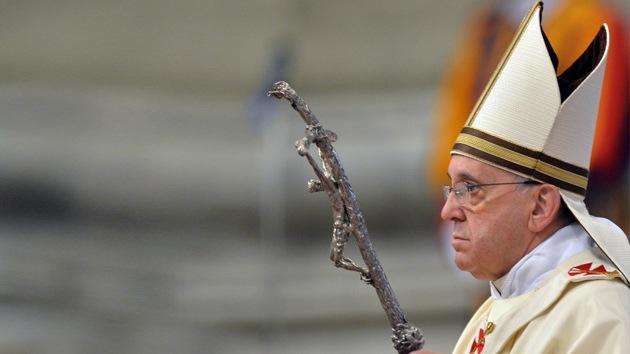 Acusan al papa Francisco del resurgimiento de ritos místicos medievales