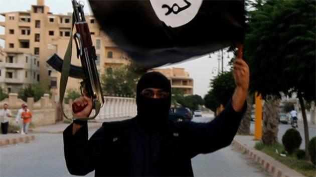 El Estado Islámico crucifica en público a un joven sirio por protestar contra la yihad