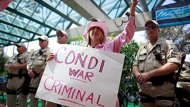 """La ley de la calle: pretenden 'arrestar' a Condoleezza Rice por """"crímenes de guerra"""""""