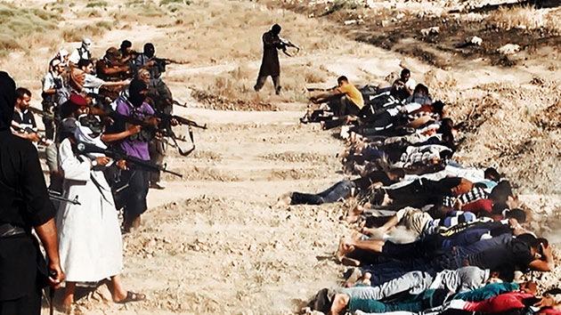Fuertes imágenes: El Estado Islámico fusila a 30 milicianos suníes al oeste de Bagdad