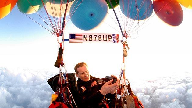 Video: Un estadounidense intenta atravesar el Atlántico con globos de helio