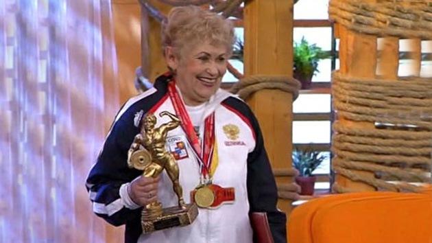 Una anciana rusa gana el campeonato mundial de 'powerlifting'