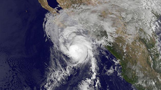 El huracán Paul pone en alerta máxima a la costa norte del Pacífico mexicano