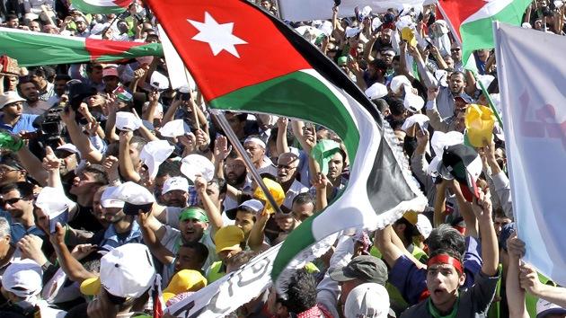 Decenas de miles se movilizan en Jordania en la mayor protesta desde la Primavera Árabe