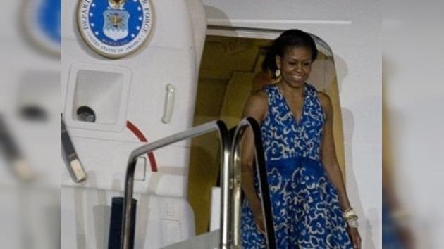 El avión de Michelle Obama retrasa su aterrizaje por un error de un controlador