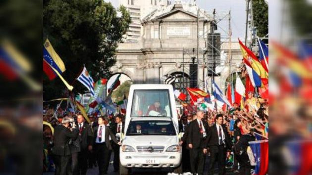 Protestas en España por el gasto de la visita papal