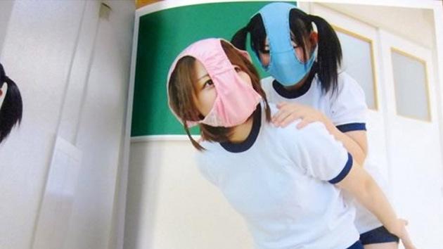 Cubrirse la cara con ropa interior, el último grito en Japón