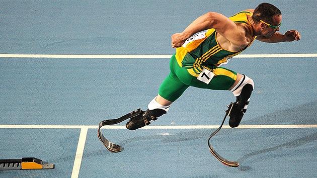 Oscar Pistorius, el primer atleta sin piernas que correrá en unas Olimpiadas