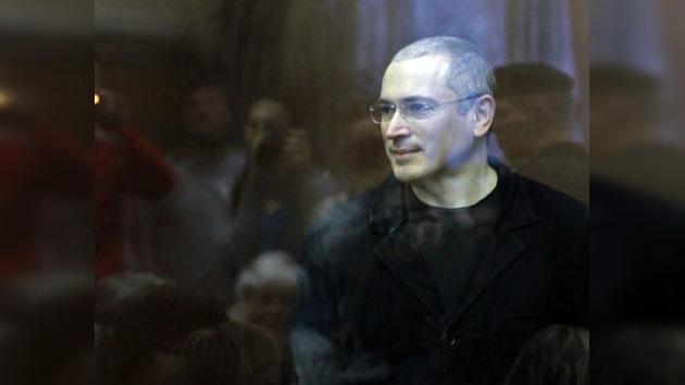 El Juez considera contradictorios los testimonios de Jodorkovski y Lébedev