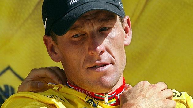 Lance Armstrong, desposeído de los títulos y sancionado de por vida