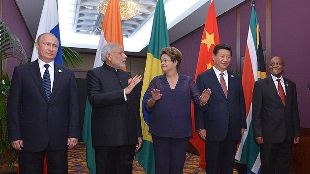"""""""El banco BRICS es el primer paso en la desdolarización de la economía mundial"""""""