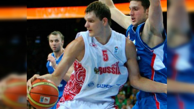 Rusia se planta invicta en las semifinales del europeo de baloncesto tras ganar a Serbia