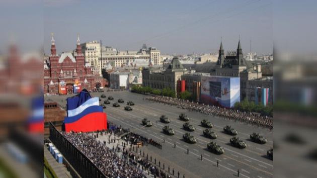 El desfile militar en la Plaza Roja de 2010