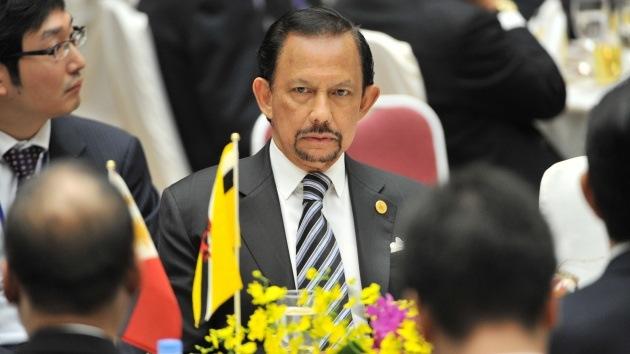 Sultán de Brunéi aboga por la pena de muerte por lapidación y la flagelación